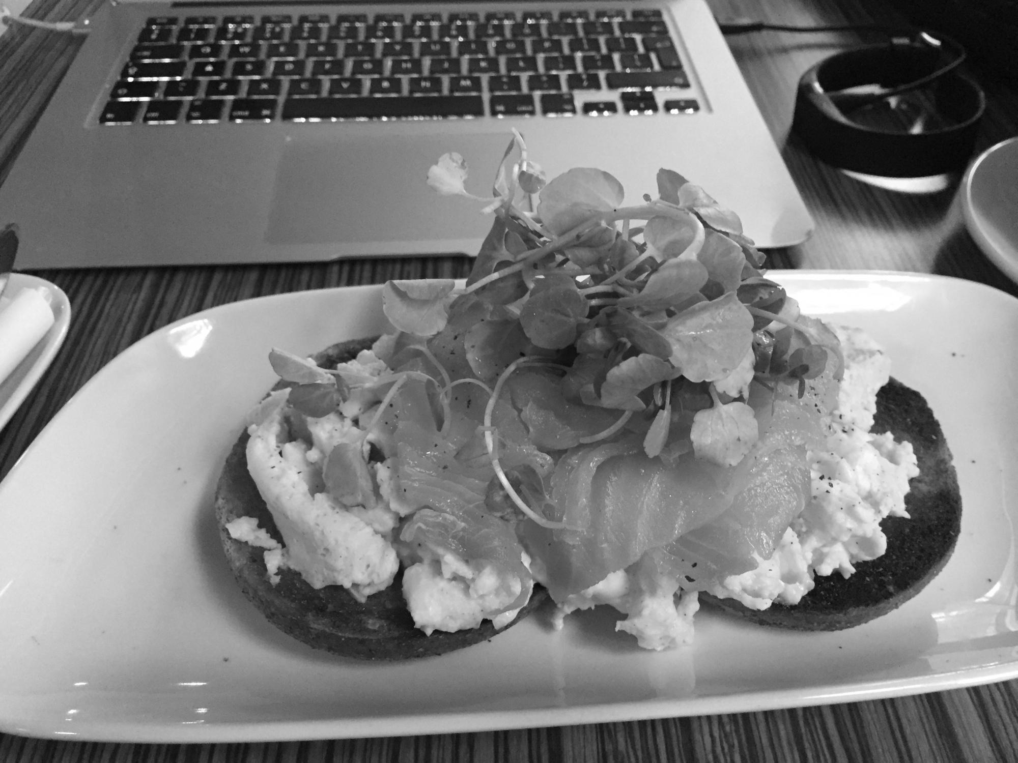 Antenna Nottingham New York Breakfast bagel mono